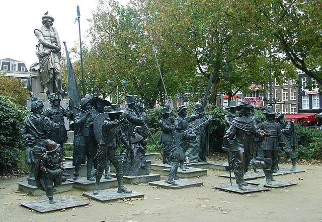 Рембрандт и герои «Ночного дозора» на площади Рембрандта в Амстердаме в 2006 году (скульпторы А. Таратынов, М. Дронов)