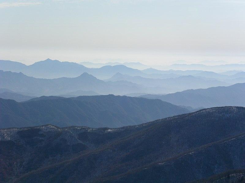 File:Deogyusan from Hyangjeok Peak.jpg