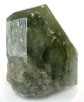 Diopside - Diopside crystal from De Kalb, New York (size: 4.3 x 3.3 x 1.9 cm)