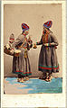 Dräktdockor. Samiska kvinnor från Åsele, Lappland - Nordiska Museet - NMA.0056889.jpg