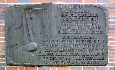 "Memorial to the ""Edelweisspiraten"" youth group, six of whom were hanged in Cologne in 1944 Ehrenfeld Gedenktafel Edelweisspiraten.jpg"