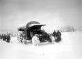 Ein Saurer Lastwagen kämpft sich durch den Schnee - CH-BAR - 3241018.tif