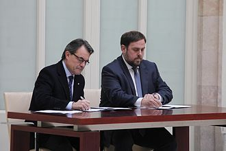 Artur Mas - Artur Mas and Oriol Junqueras (Leader of the Opposition in the Parliament of Catalonia), signing the 2012–2016 governability agreement in December 2012