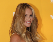 Elle Macpherson at Myer 17 Sept 2011.png