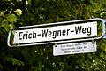Erich-Wegner-Weg, Hannover, Südstadt, Straßenschild mit Legendentafel.jpg