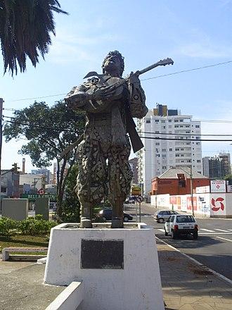 Teixeirinha - Image: Estatua do Teixeiriha
