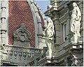 Estatuas na casa do concello da Coruña.jpg