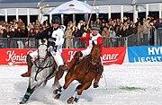 Eva Bruehl rechts rotweis SnowPolo Worldcup kitzbuehel2009