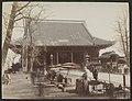 Exterieur en voorplein van de Asaksa-tempel in Tokyo, RP-F-F01196-N.jpg
