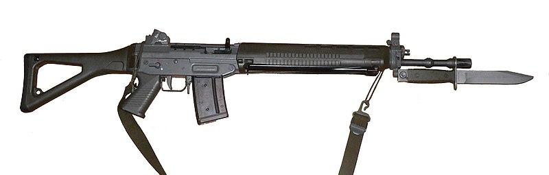 800px-Fass90-bayonette-p1000786.jpg