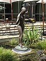 Female sculpture at the Stamford Hotel courtyard, Brisbane 02.jpg
