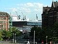 Fischmark Queen Mary 2 - panoramio.jpg