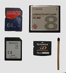 Größenvergleich verschiedener Flash-Speicherkarten (SD, CF, ..., xD)