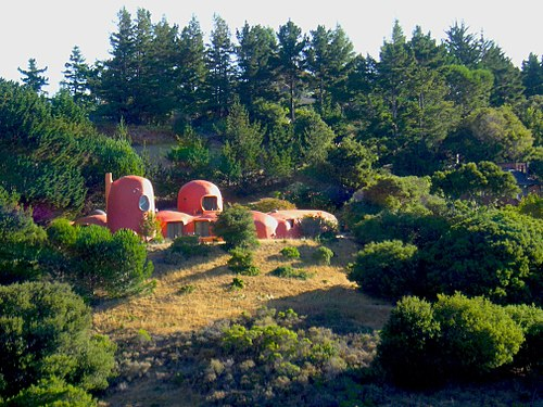 View of The Flintstone House from Doran Memorial Bridge on Interstate 280 (July 2007).