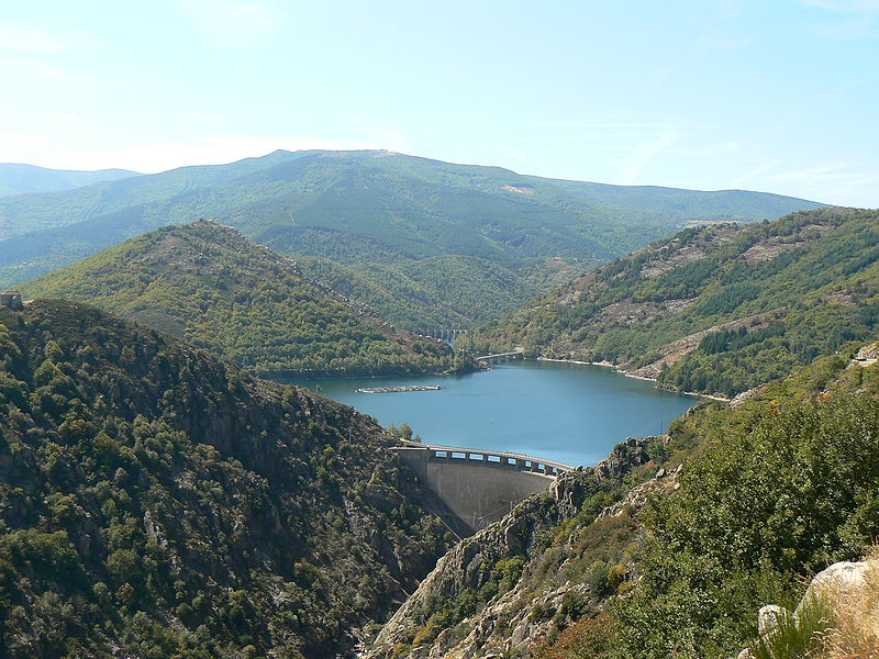 File:France Lozère Villefort Barrage 2.jpg