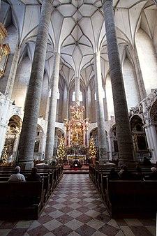 Алтарная часть францисканской церкви