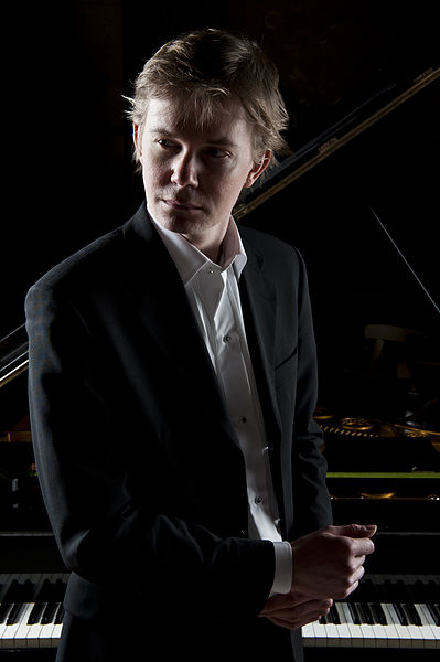File:Frederik Magle - In front of a piano.jpg