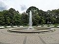 Gesundbrunnen Brunnenschale mit Fontäne am Brunnenplatz-001.jpg