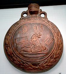 A flask depicting the final phase of the fight between a murmillo (winning) and a thraex.