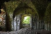 Gościszów Ruiny zamku ksiazecego pomieszczenia w przyziemiu 01.JPG
