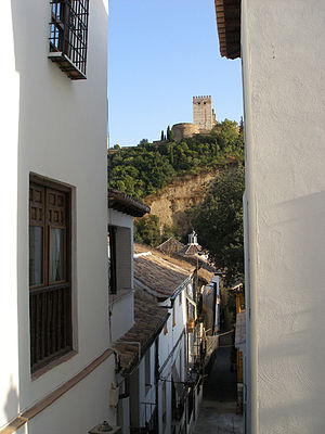 Albaicín - Typical street of the Albayzín.