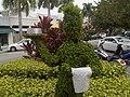 Green Waiter on Hollywood Blvd. Un serveur écologique qui vous soigne aux petites herbes... - panoramio.jpg