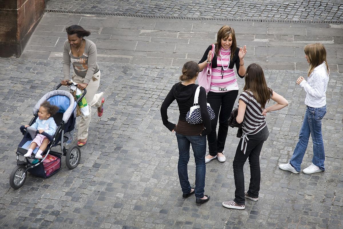 File:Group of street girls, Dresden, Germany - 1166.jpg