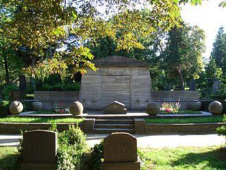 Gustav Stresemann - Stresemann's tomb at the Luisenstädtischer Friedhof Cemetery, Berlin