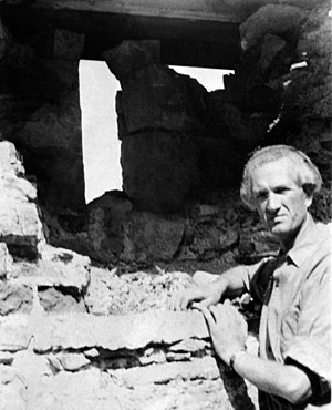 Håkon Christie - Håkon Christie at archaeological excavations of the Cathedral Ruins in Hamar (1960)