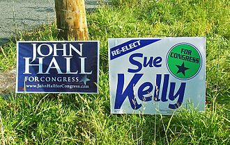 John Hall (New York politician) - Signs for Hall and Sue Kelly during the competitive 2006 election