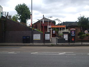 Harringay Green Lanes railway station - Entrance to westbound platform