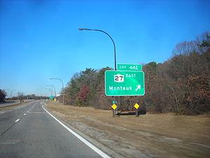 Heckscher State Parkway - Heckscher State Parkway at exit 44E, NY 27 east toward Montauk