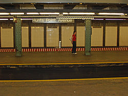 Hunts Point Avenue (IRT Pelham Line) by David Shankbone.jpg