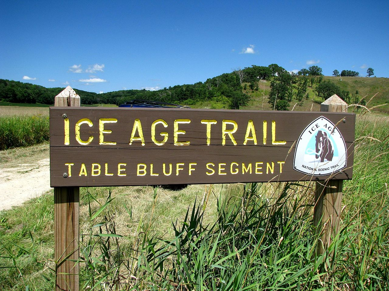 This image has an empty alt attribute; its file name is 1280px-Ice_Age_Trail_Sign.jpg