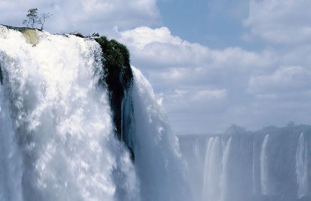 Iguazu Falls by http://commons.wikimedia.org/wiki/User:Fabien1309