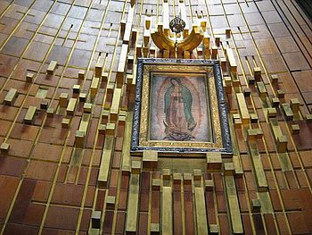https://upload.wikimedia.org/wikipedia/commons/thumb/a/a1/Imagen_Virgen_de_Guadalupe.JPG/350px-Imagen_Virgen_de_Guadalupe.JPG