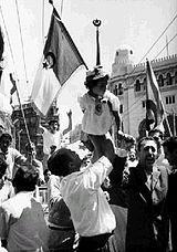 Population en liesse après la proclamation officielle de l'indépendance (5 juillet 1962)