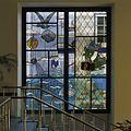 Interieur, overzicht van een glas in loodraam in de centrale hal, van de striptekenaar Joost Swarte - Arnhem - 20389496 - RCE.jpg