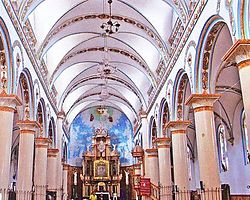 Interior of the church of Chinavita.jpg