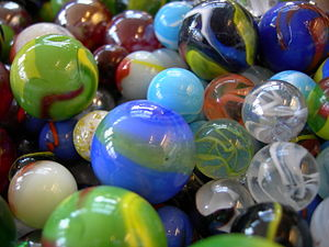 Marble (toy) - Marbles of different sizes and types