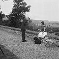 Josephine Baker in Kasteel Les Milandes J B flirt met Ome Sjaak, Bestanddeelnr 912-6497.jpg