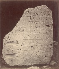 KITLV 87615 - Isidore van Kinsbergen - Inscribed stone at Kawali near Tjiamis - Before 1900.tif