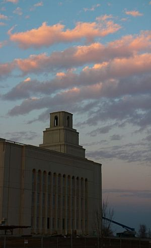 Kansas City Missouri Temple - Image: Kansas City Missouri Temple 1