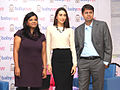 Karisma Kapoor at Babyoye.com online store for baby products 01.jpg