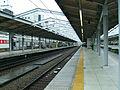 Keio-sagamihara-line-Tama-center-station-platform.jpg