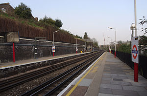 Kensal Green station - Image: Kensal Green station MMB 01