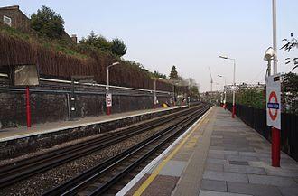 Kensal Green station - Image: Kensal Green station MMB 01