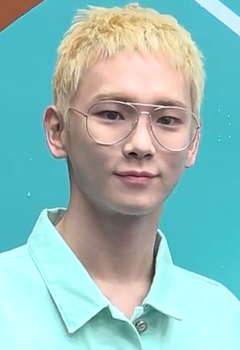 Key at Seoul Fashion Week 2018 08.png
