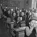 Kinderen krijgen melk op school, Bestanddeelnr 901-4806.jpg