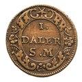 Kopparmynt motsvarande 1 daler silvermynt, sk. nödmynt. Phoebus, 1718 - Skoklosters slott - 109190.tif